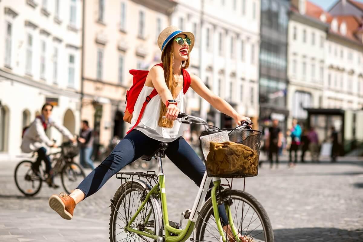 Jazda rowerem posiada wiele zalet zdrowotnych.
